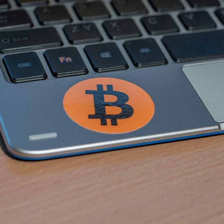 smolepky-bitcoin-zdarma-notebook