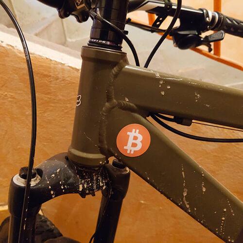 Samolepka na kolo Bitcoin Zdrama